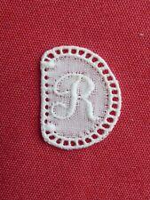 ancien monogramme initiale pour linge lettre R blanc broderie plumetis dentelle