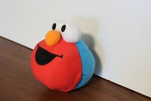 2005 Elmo and Cookie Monster Giggle Ball Really Shaking Plush Sesame Street