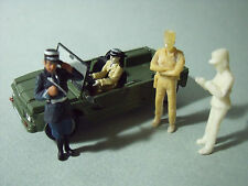 4  FIGURINES  1/43  SET 20  GENDARMERIE  POLICE  CINEMA   DE  FUNES   VROOM