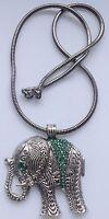 collier pendentif rétro éléphant gravé relief cristaux vert couleur argent 555