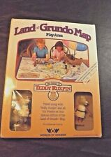 TEDDY RUXPIN LAND OF GRUNDO MAP PLAY AREA WITH GRUBBY AND NEWTON POSEABLES W/BOX