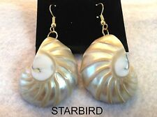 WHITE NAUTILUS MOTHER OF PEARL  SEASHELL DANGLE EARRINGS 80'S VINTAGE