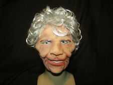 SUPER Soft vecchia maschera di Latex Donna Zagone Studios. UK stock, video clip.