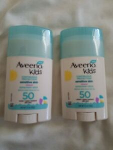 4 Aveeno Kids Continuous Protection Sensitive Skin Mineral Sunscreen Stick SPF50