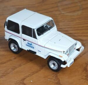 1991 Jeep Wrangler YJ USPS with USPS Mail Carrier, White - Greenlight 1:64