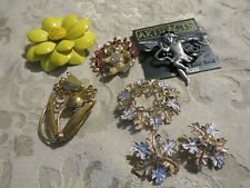 LOT OF VINTAGE PINS AND CLIP EARRINGS