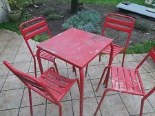 chaises de bistrot plus table type <tolix> annee 50