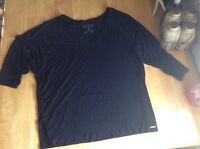 Guess Black V-Neck  TEE  GUC L
