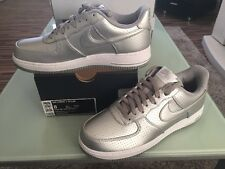 Nike Air Force 1 LV8 UK 7 EURO 41 Ltd Edition Argento Metallico Look BRILL