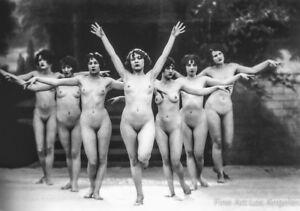 Albert Arthur Allen Photo, Female Figures, Group Choreography, V formation