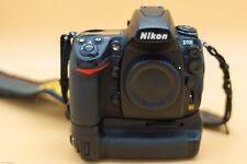 Nikon D700 FX format 12.1MP DSLR Camera W/batteries, charger & battery grip