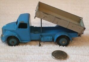 DINKY VINTAGE MODEL ** DODGE TIPPER TRUCK ** CAT No 30m/414 - USED CONDITION
