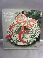VINTAGE HOLIDAY WREATH TRIVET W.M A ROGERS ONEIDA SILERSMITHS CHRISTMAS DECOR