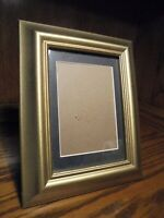 "Vintage Gold-Tone Resin Photo Frame Black Matted Style Holds 5""x7"" Picture   101"