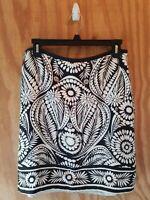 BANANA REPUBLIC Women's Skirt Floral 100% Silk Zipp Side Black White.Size 4