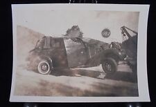 VINTAGE PICTURE OF A WRECKED CAR WITH GULF SIGN IN BACK RND PHOTO PHOPTGRAPH PIC