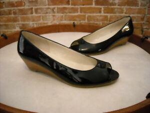 Markon Bello Black Patent Leather Peep-toe Low Wedge Pump 6 NEW