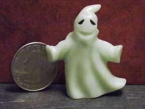Dollhouse Miniature Halloween Ghost GLOWS 1:48 Quarter scale K28 Dollys Gallery