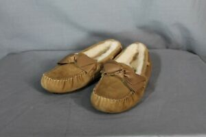 Ugg 1020031 Women's black Dakota Leather Bow Moccasin Slippers US size 5