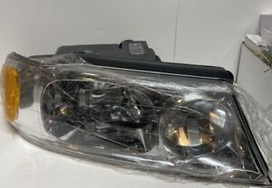 Headlight Assembly Right TYC 20-5877-00