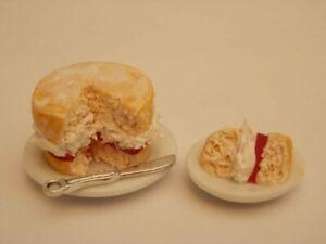 Dolls house food: Victoria sandwich   -By Fran