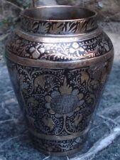 Vase ancien en métal Damasquiné Proche ou Moyen-Oriental