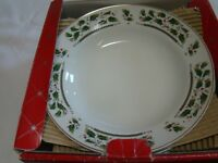 HOLLY HOLIDAY HOME FOR THE HOLIDAYS 4 RIMMED SOUP BOWLS IN BOX gold H