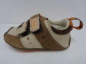 Garçons Clarks Premier Chaussures Daim Marron Cuir Largeur F Petit Tyler