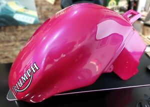 *** VERY VERY RARE NEW NUCLEAR RED TRIUMPH SPEED TRIPLE 955 PETROL/GAS TANK ***