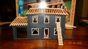 H0 scale Plasticville HOUSE UNDER CONSTRUCTION 2803-150 - Excellent Condition