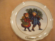 """""""Sharing the Christmas Spirit"""" Collector Plate~ 1st Avon Memories -1981"""