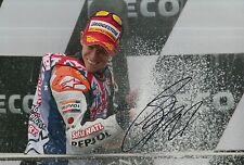 Casey Stoner mano firmado Repsol Honda 12x8 Foto MotoGP.