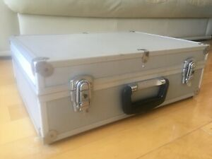 MEN'S LARGE MODERN SILVER TEXTURED ALUMINUM METAL BRIEF CASE SUITCASE PRE-OWNED