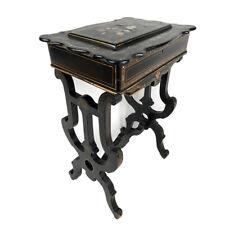 Travailleuse Napoléon III bois noirci et carton bouilli burgauté de nacre décor