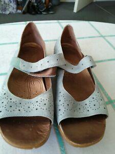 🌈 Clarks active air sandals Size 7 🌈