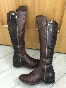 LADIES DARK BROWN LEATHER CLARKS TALL CROCODILE PATTERN RIDING STYLE BOOTS, UK 4