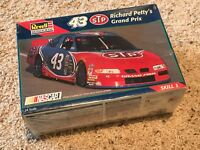 1995 Richard Petty 43 PONTIAC Grand Prix Stock 1/24 Model Car Kit NEW sealed