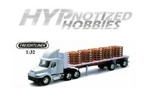 NEWRAY 1:32 FREIGHTLINER CENTURY CLASS S/T WITH PALLETS DIE-CAST WHITE 10593