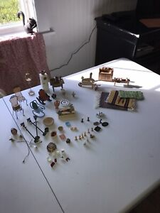 VINTAGE DOLLHOUSE ACCESSORY COLLECTIBLE LOT
