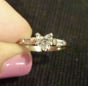 18K White Gold HEART-SHAPED DIAMOND Solitaire, Side Baguettes Ring, Sizeable 6.5