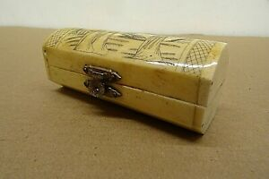 SMALL HORN TRINKET BOX WITH JAPANESE GIRLS ETCHED INTO LID & RED VELVET LINING.