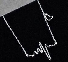 Idée cadeau bijou fantaisie,collier chaine argentée,électrocardiogramme et coeur
