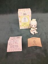 Precious Moments Figurine - pm E2852D , Baby Girl Clapping Hands w/box