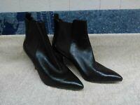 Michael Kors Women's Chelsea Leather Ankle Boots Slip-On Black Size 8 EUC