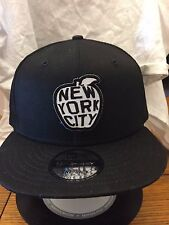 New Era NE400 Black Flat Brim Snapback Hat/Cap w New York City Big Apple Patch