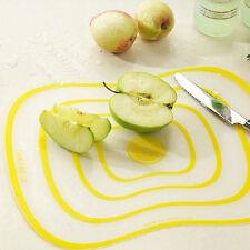 Découpe de planche à découper flexible avec des légumes et FE
