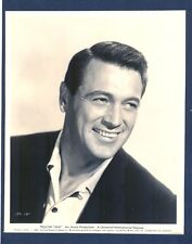 GREAT ROCK HUDSON PORTRAIT - N. MINT 1959 LINEN-BACKED PHOTO - HUNK  PILLOW TALK