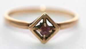 9 ct gold unusual designer style ring set with red stone size O