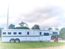 4 Horse w Full Living Quarters