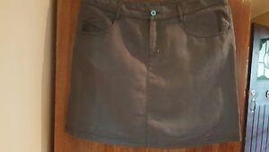 Stunning BOSS ladies grey casual skirt (medium)
